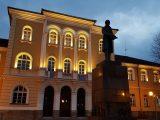Априловската гимназия в Габрово става на 185 години