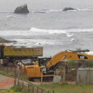 """Багер и тежка техника на метри от плажа """"Корал"""""""