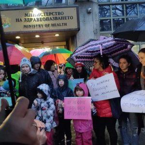 Въпреки протестите министърът на здравеопазването подписа договора за изграждане на детска болница на мястото на стар строеж