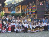 """Деца от Габрово и страната играха, тъкаха на стан и показаха свои рисунки на фестивал в """"Етър""""-а"""