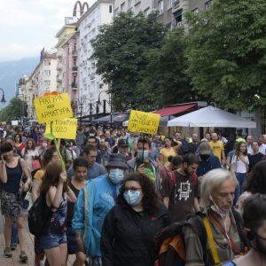Крадци на природа: за безобразията, бетона и мутрите български