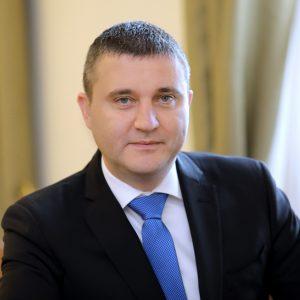 """""""О, моля ви"""". Вече 19 месеца прокуратурата проверява Владислав Горанов за апартамента без наем"""