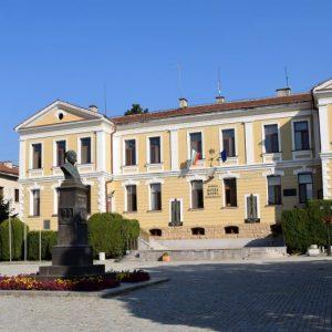 Община Котел обяви обществени поръчки за изграждане на нова детска градина и за пристройка към училището в с. Градец
