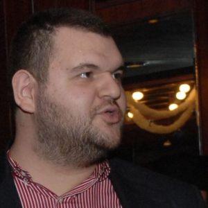 """Опит за """"респектиране"""" – журналист беше извикан на разпит заради политически анализ, посветен на Пеевски"""