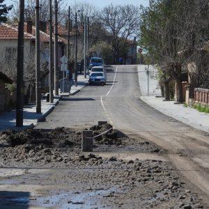 Път в с. Троян, ремонтиран преди 2 месеца за 700 хил. лв. беше разкопан заради водопровод