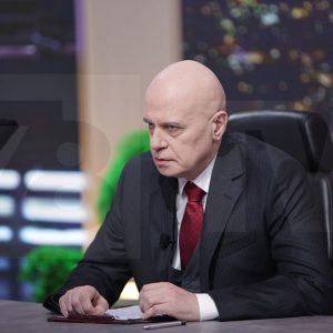 """Слави Трифонов и """"Демократична България"""" превземат територии на ГЕРБ и БСП"""