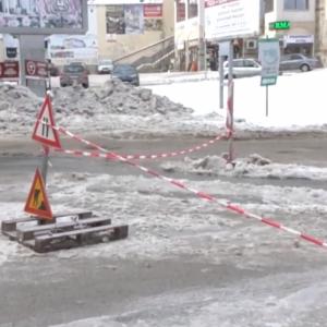 Заледяването на пътя в Пампорово е причинено от чували с пясък, натъпкани в шахта