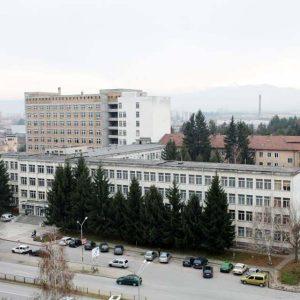 Медицински сестри от училища и детски градини помагат в болницата в Севлиево