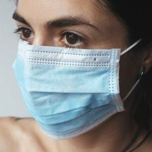 Нова заповед: Шлем или шал вече не могат да заместят маската на закрито