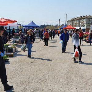 Петъчният пазар и битакът в Севлиево отварят отново