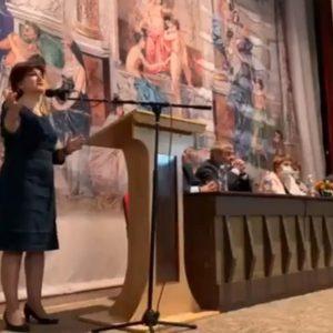 """""""Хóди пeшa, бe!"""": простащина по върховете на властта в България"""